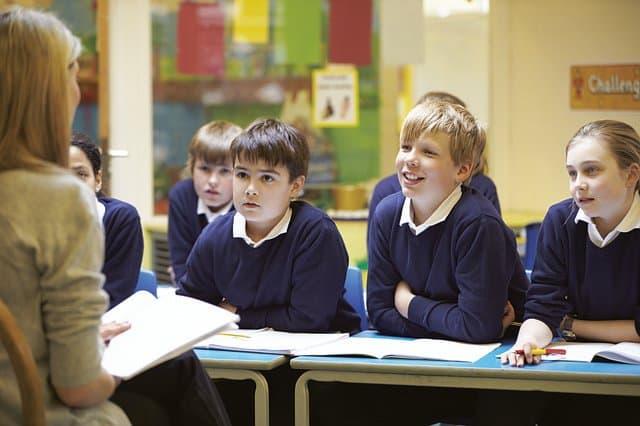 деца в училище
