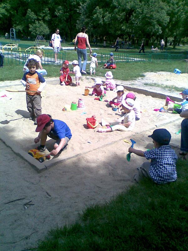 Деца на пясъка