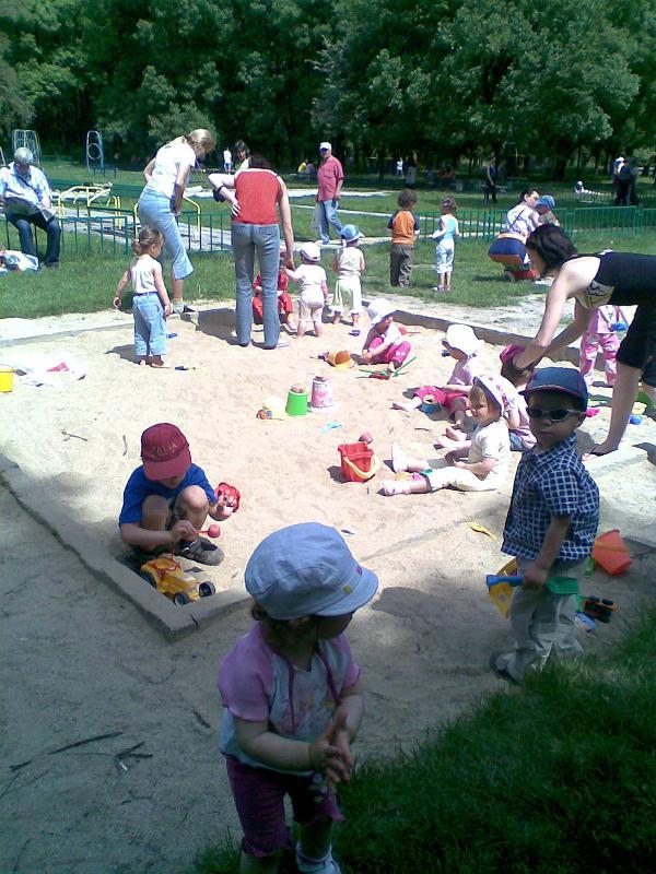 Деца и пясък