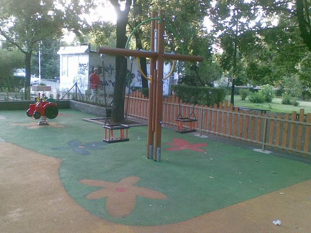 Детска площадка в парк Оборище